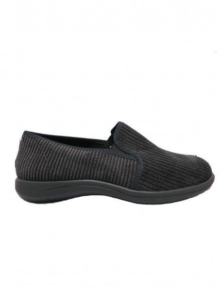 zapatilla negra